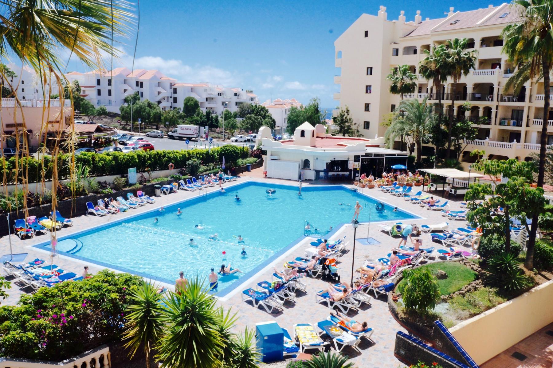 Aparhotel in Los Cristianos CASTLE HARBOUR Soleado con piscina